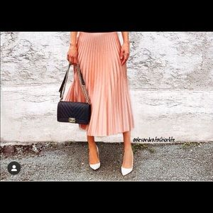 Blush pleated Zara skirt